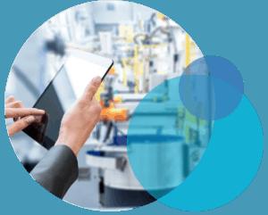tablet in werkshalle als symbol für digitale transformation